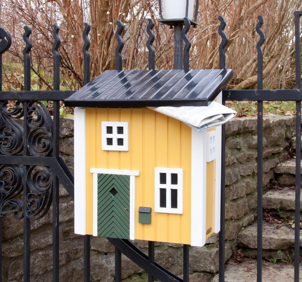 houten brievenbus hek